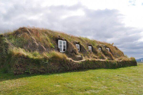 Maison construite avec de la tourbe