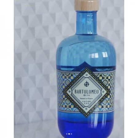Bartolomeo Gin : Bouteille avec fond à motifs