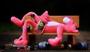 Illustration : Panthère rose et bouteilles