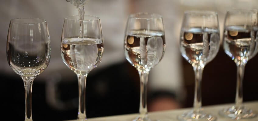 Vodka servie dans des verres