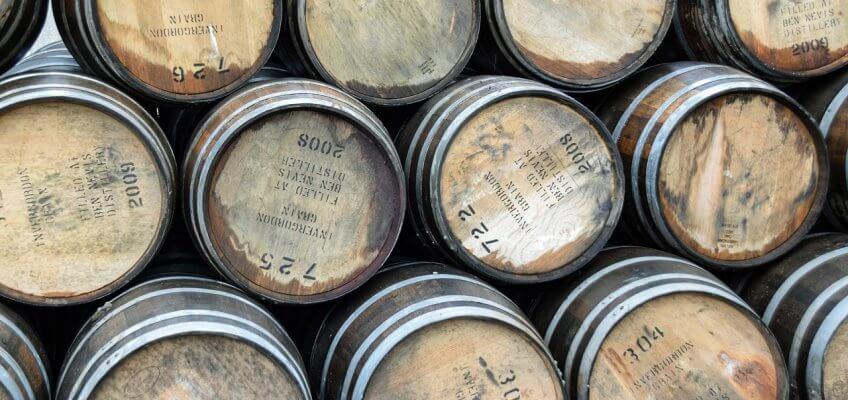 Futs de chêne contenant du whisky écossais