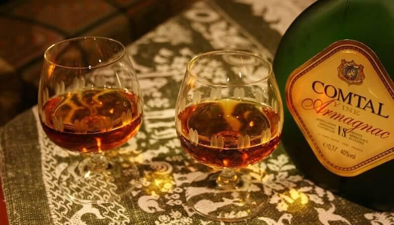 Bouteille d'Armagnac VS avec verres
