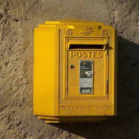 Contact par courrier Postal